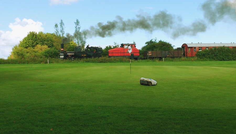 Mähroboter Husqvarna im Golfclub Stenerberg
