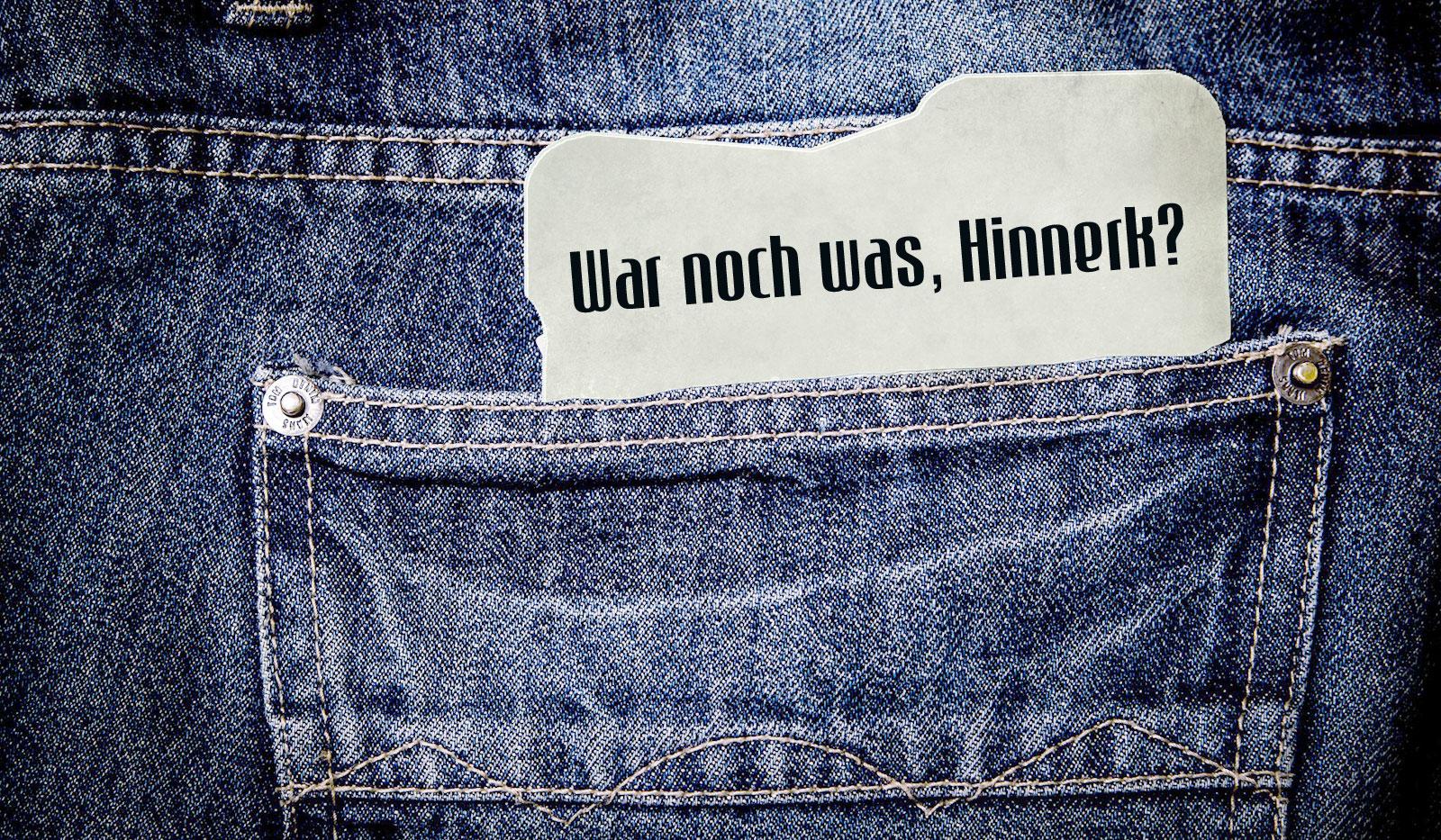 Tasche einer Jeanshose mit einem Zettel