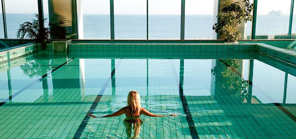 Pool des Hotels Neptun in Warnemünde