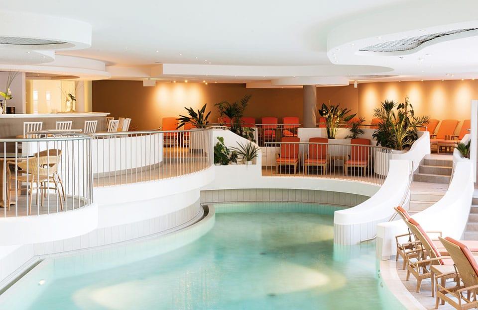 arosa scharmuetzelsee wellness beauty pool innen 1 - Die Saison ist eröffnet! Golfen und mehr bei A-ROSA