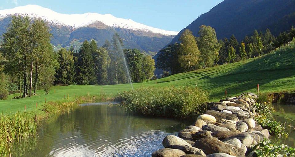 golfclub passeier meran 1 - Golfplatz mit Ausblick - der Golf Club Passeier.Meran