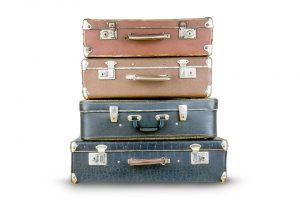 4 Koffer gestapelt