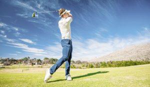 Golfer-beim-Abschlag_Foto von Daniel-S-Edwards