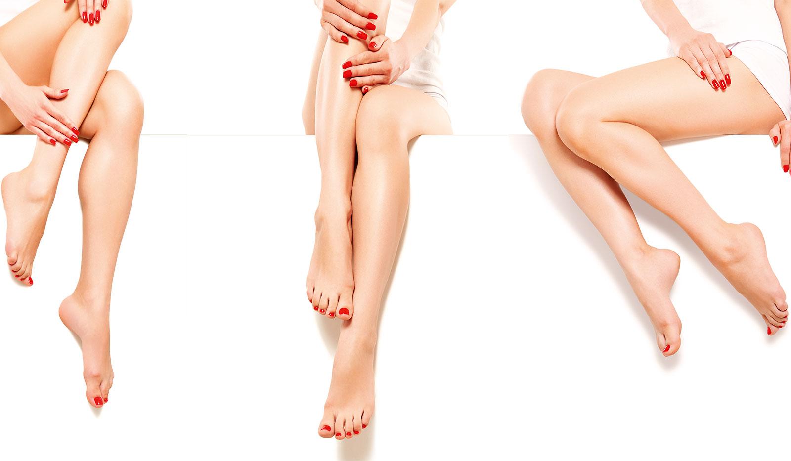 Gepflegte, überschlagende Beine