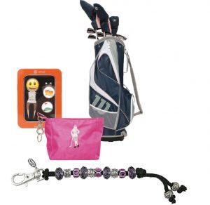"""Geschenkset """"Emoji"""" mit Ballmarkern und Pitchgabel, Handtasche von Sisters in Law, Zählkette """"Navika"""" fürs Golfbag und Schläger-Komplettsatz """"Wilson Profile XD""""."""