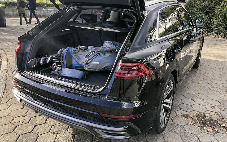 Audi Q8 Kofferraum mit Golfbag