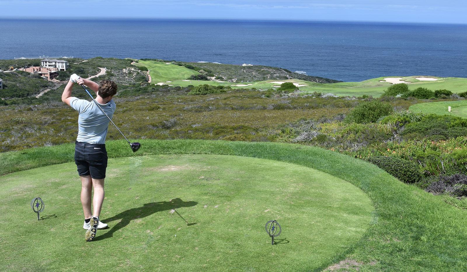 Golfabschlag auf dem Platz von Pinnacle Point