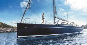 dunkelblaue Segelyacht