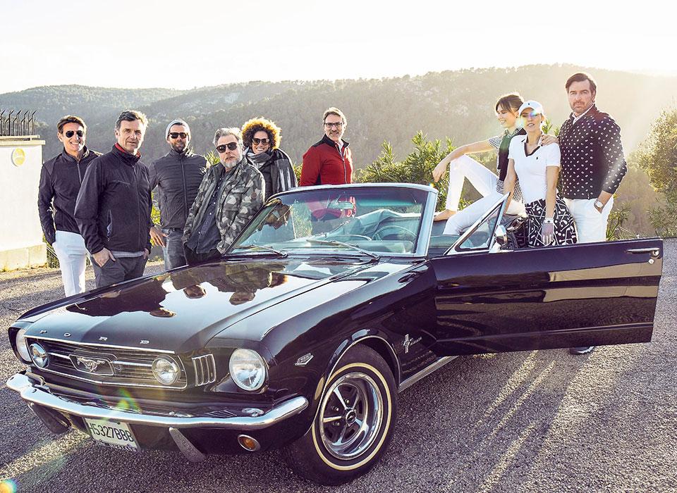 Team-Gruppenbild mit Mustang