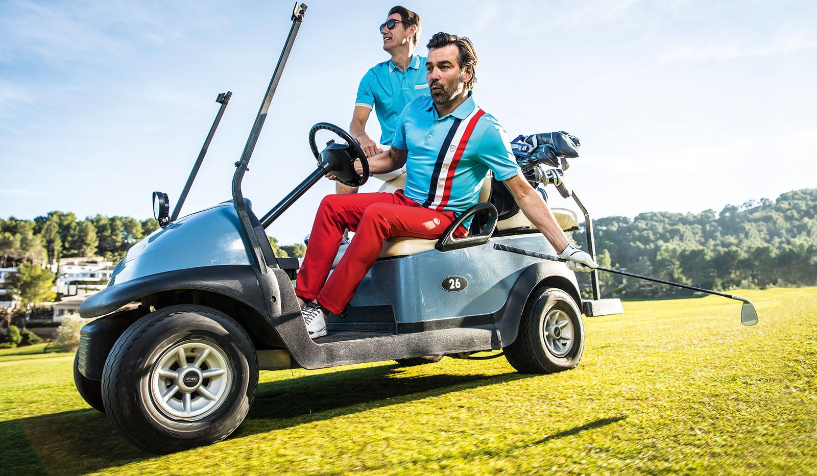 Golfer im Golfcart