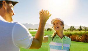 Golfspieler klatschen sich ein