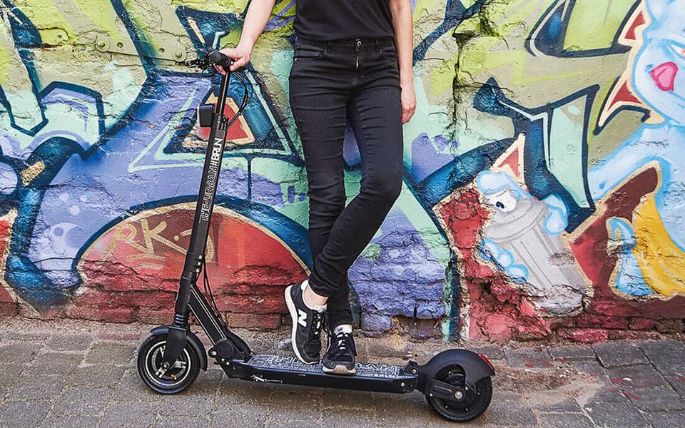 E-Roller vor Graffiti