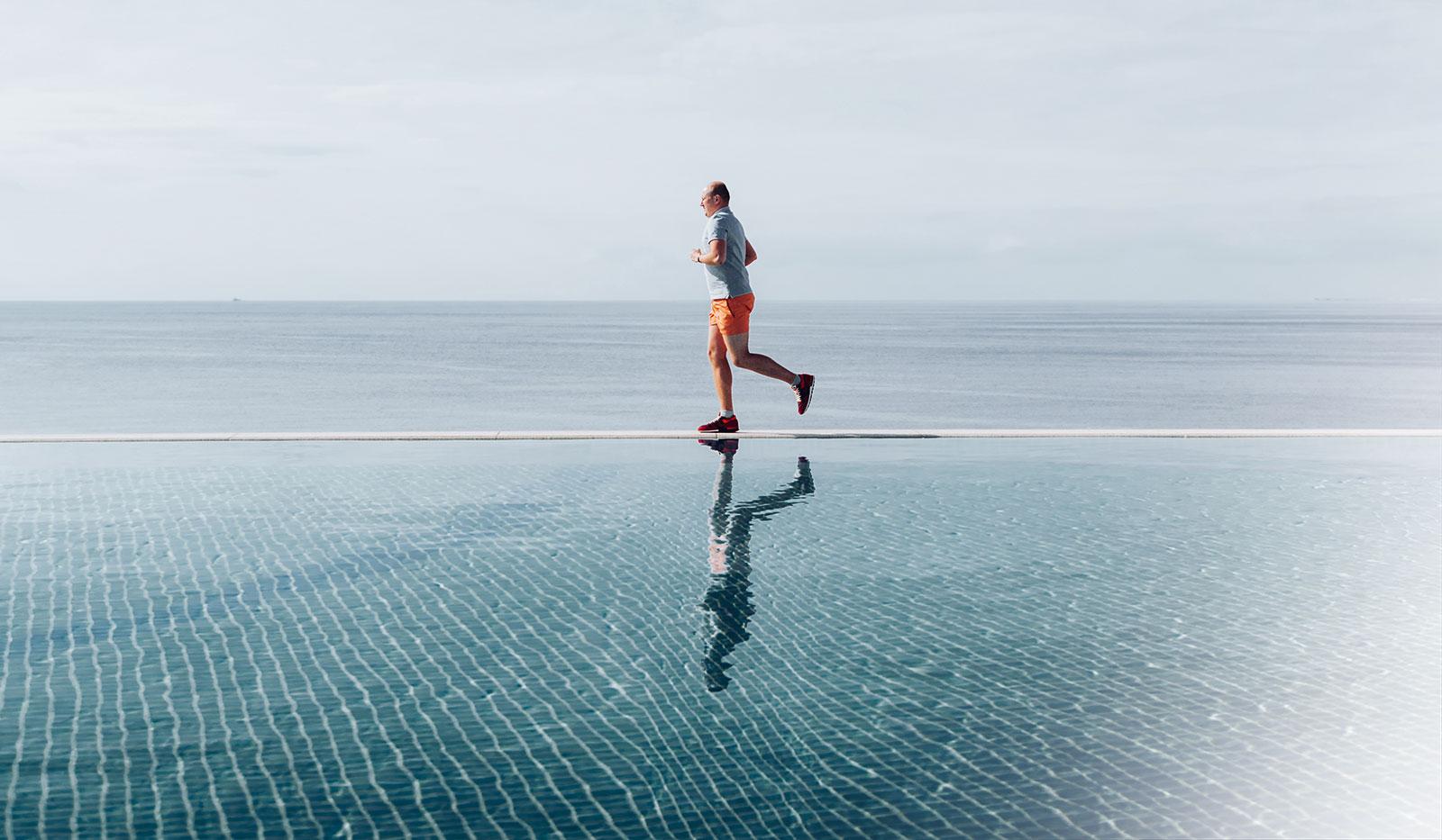 Jogger am Wasser