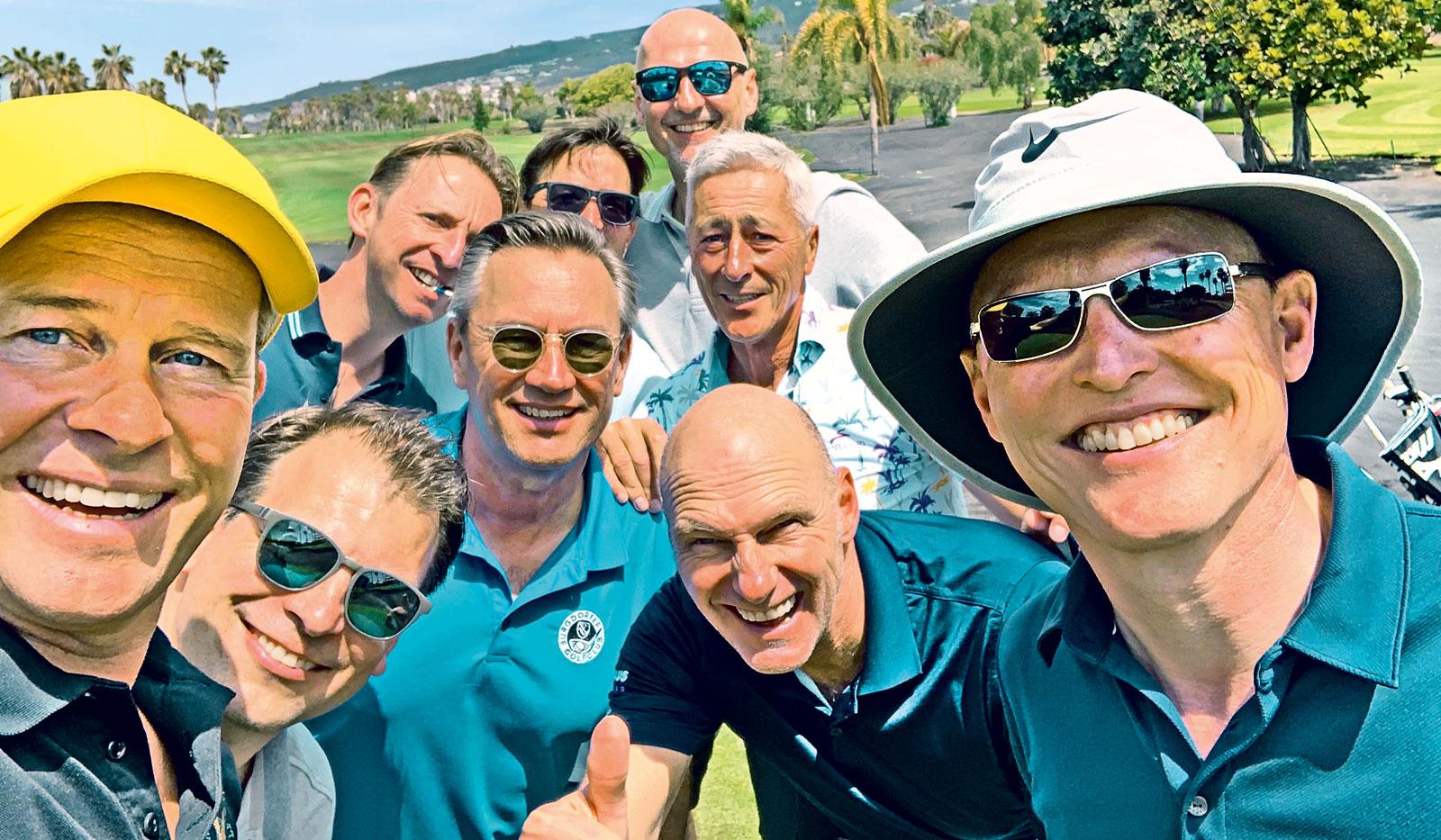 Hinnerk Baumgarten mit seinen Golf-Freunden