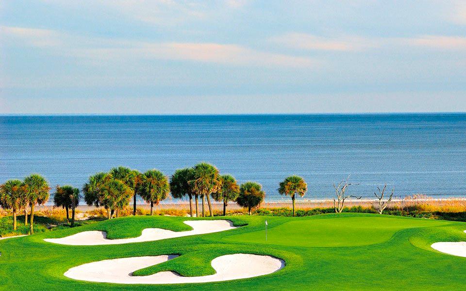 Golfplatz mit Meeresblick