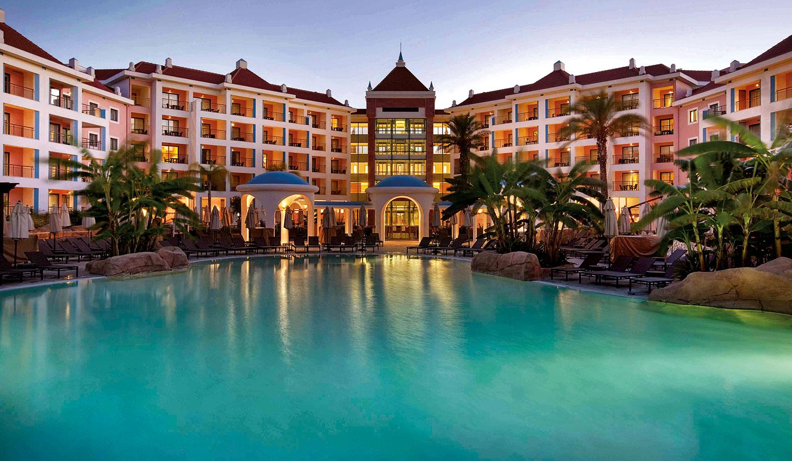 Außenansicht mit Pool vom Hilton Vilamoura As Cascatas Resort
