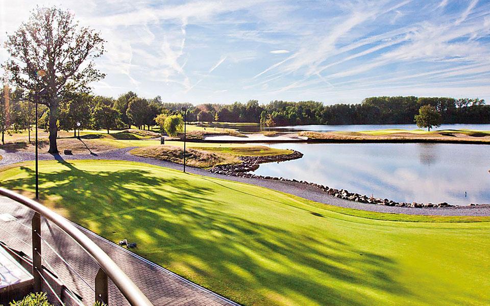 Golfplatz bei Sonnenschein
