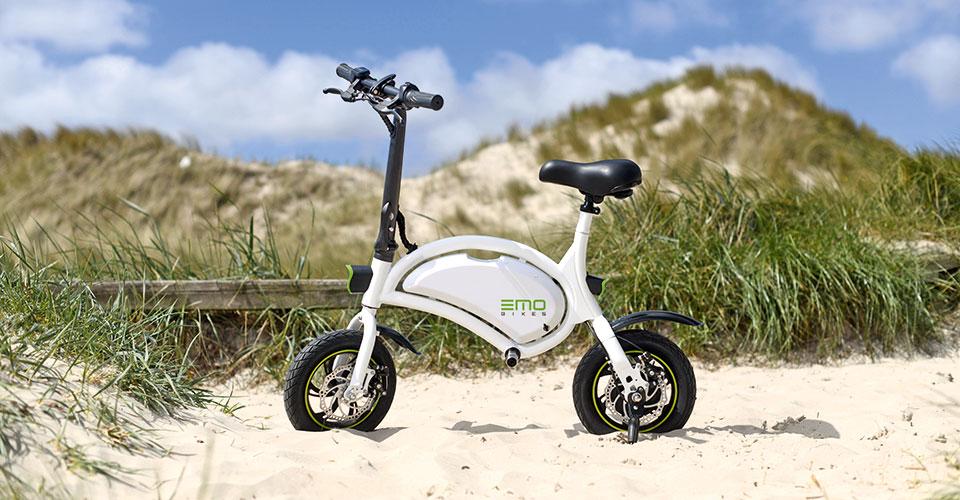 eMO Bike weiß am Strand