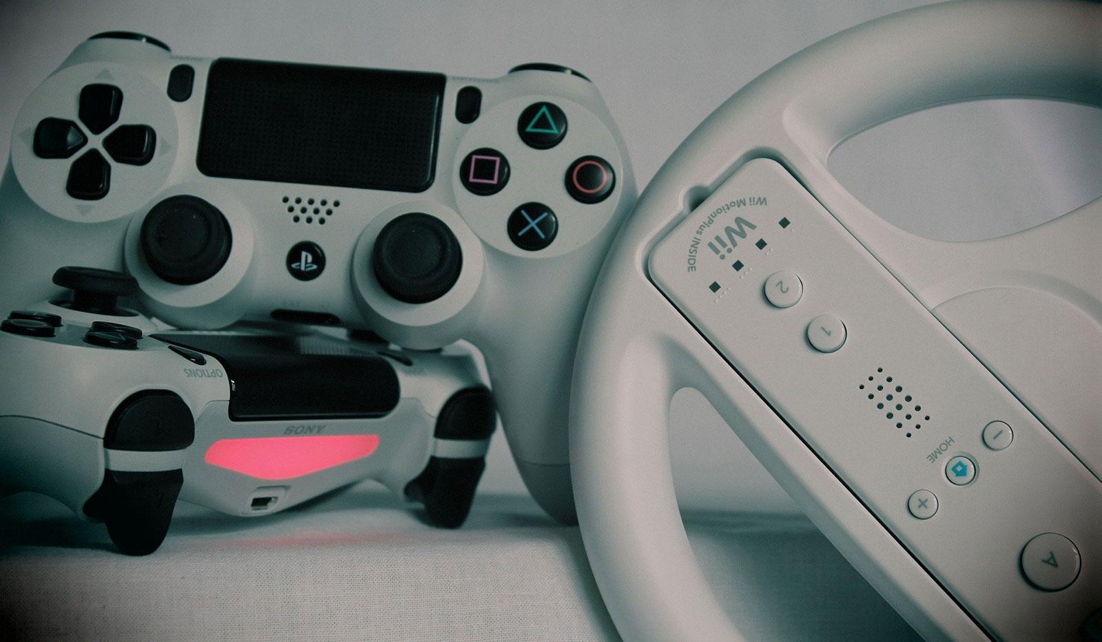 Spielkonsolen Wii und Play Station