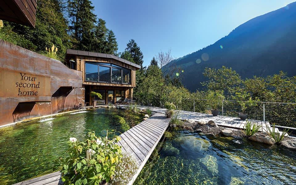 Alpenschloessel Badeteich