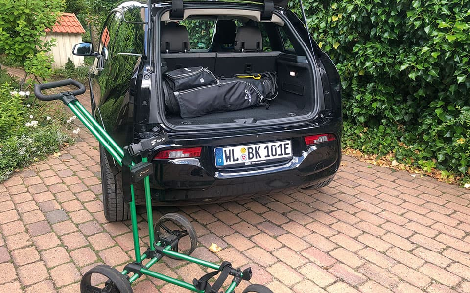 BMW i3 Kofferraum und Flat Cat Trolley