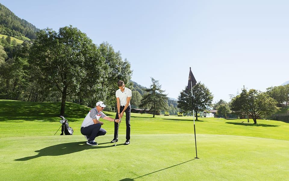 Golfplatz mit 2 Golfern