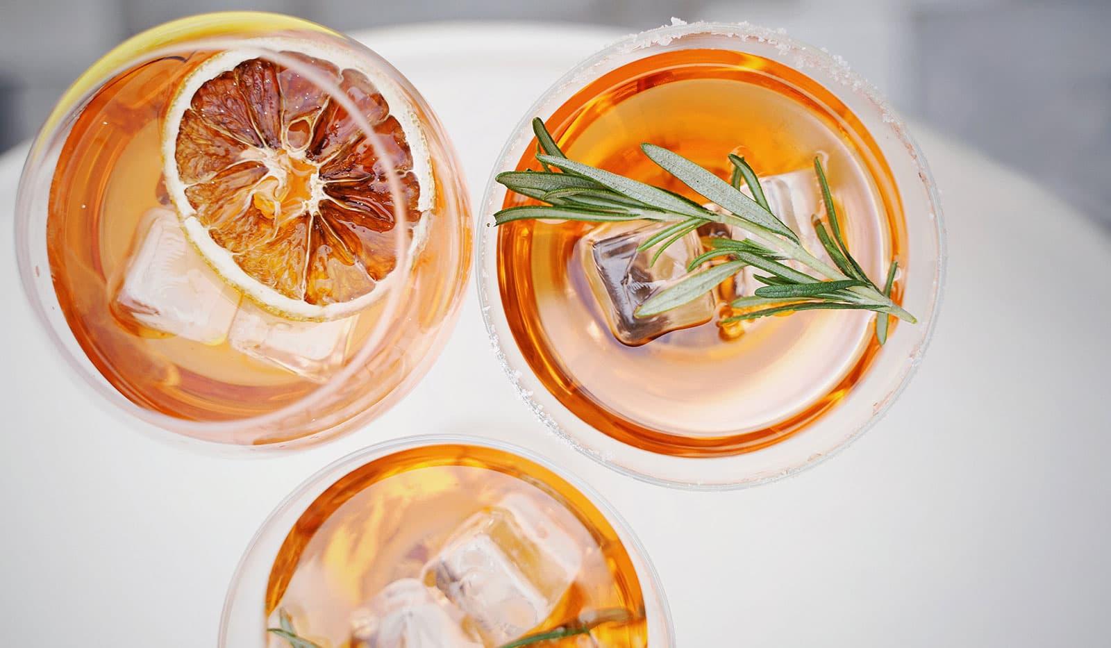 Cocktails von Oben fotografiert
