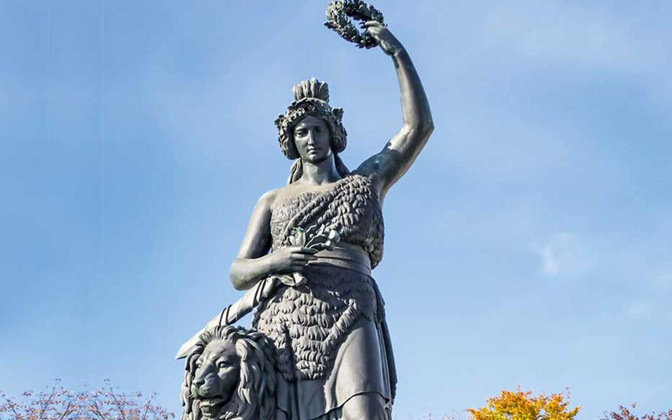 Bayerns Patronin Bavaria Statue