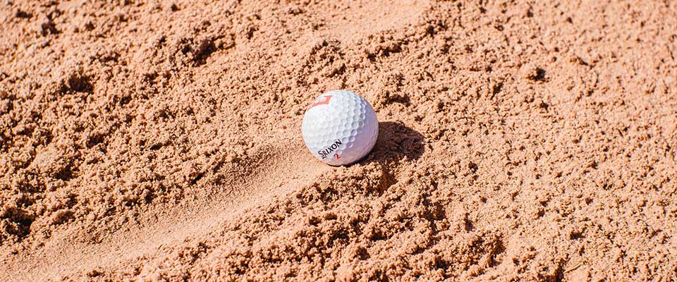 Golfball im Bunker