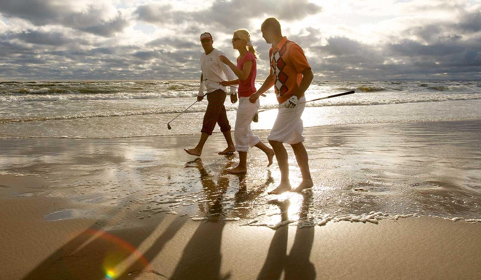 Golfer*innen Strandspaziergang