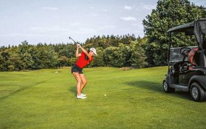 Sarina Schmidt Golfabschlag