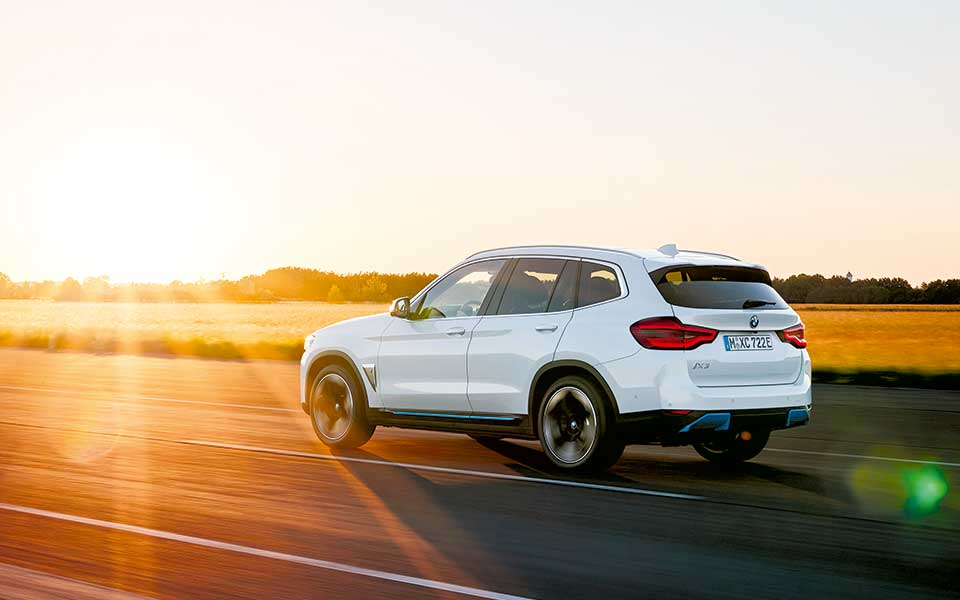 bmw i sonnenuntergang - BMW iX3 – Lass Dich elektrifizieren
