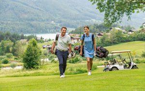 Golfpaar mit See 300x188 - Golfpaar-mit-See