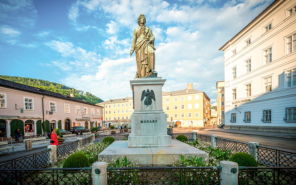 Mozartplatz Denkmal - Mozartstadt Salzburg und das Salzburger Land